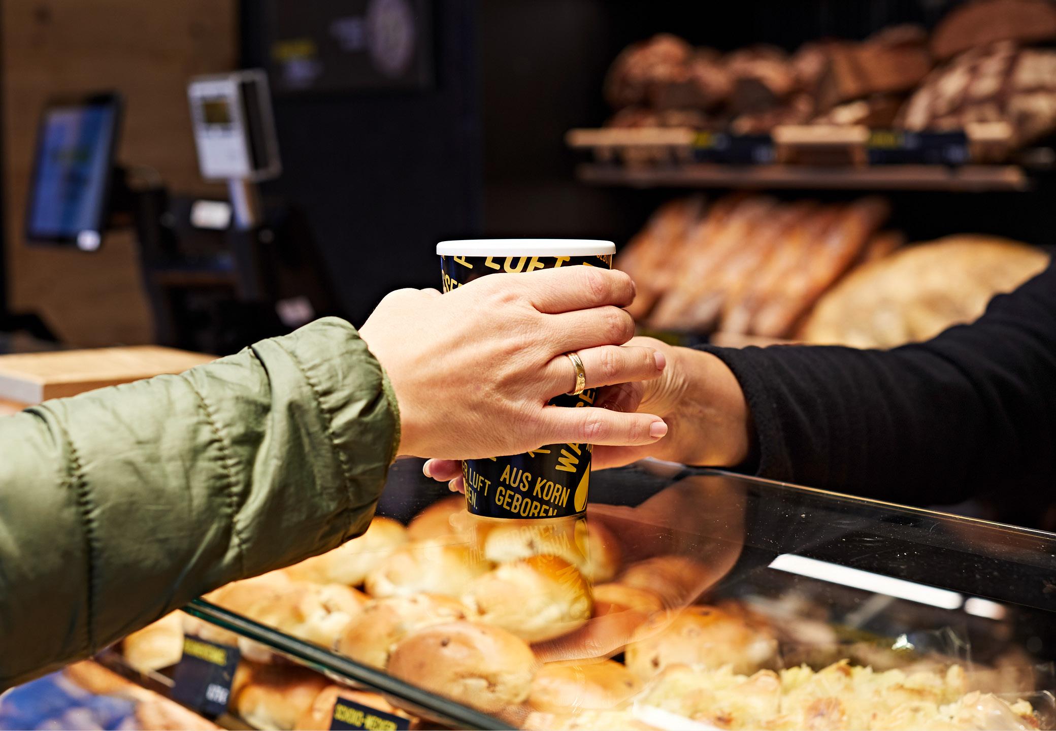 Interior Design Bäckerei Mareis Kaffeebecher